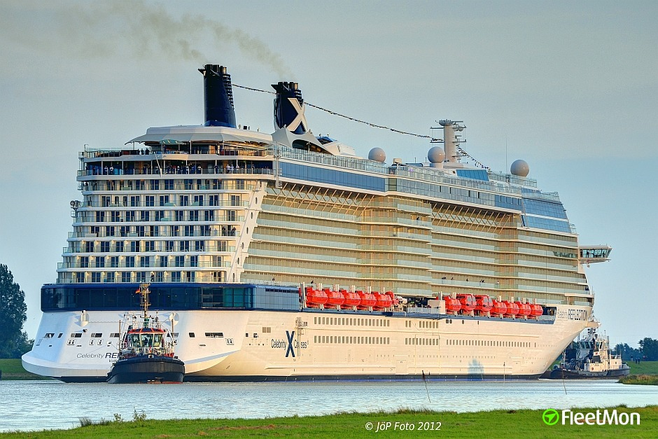 Celebrity reflection ship location at sea