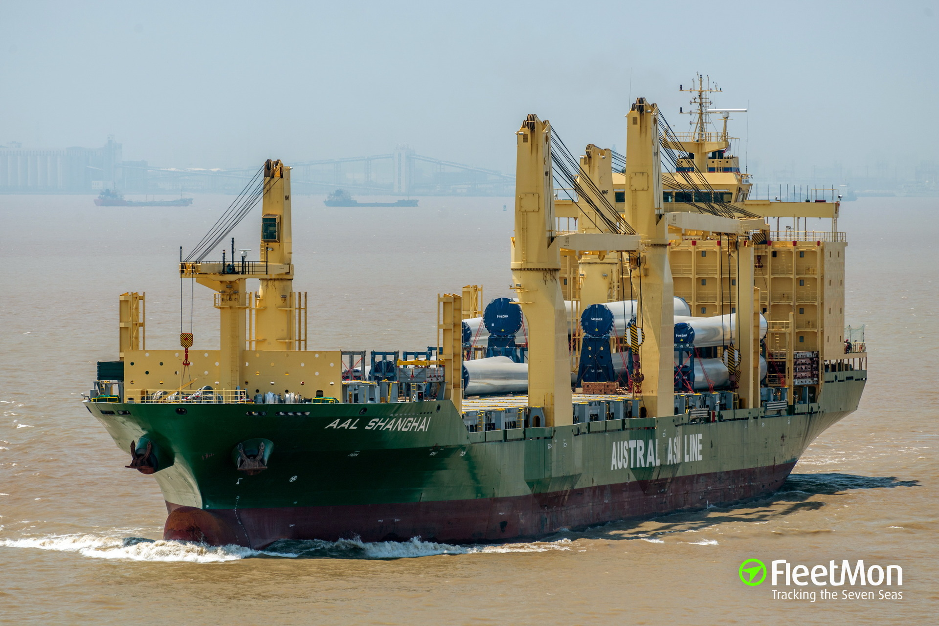 Freighter AAL Shanghai aground, Indonesia