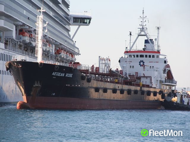 Allision and fuel leak, three tankers troubled in Elevsis