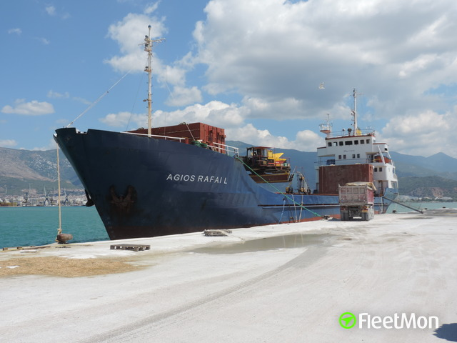 Cargo ship hit the rocks on Croatian coast