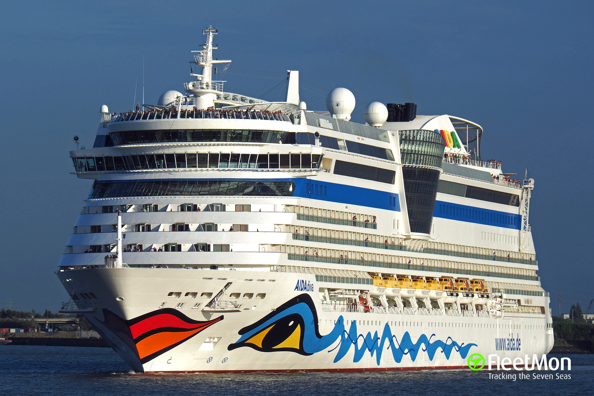Cruise liner AIDAdiva hit by rocket debris, Israel