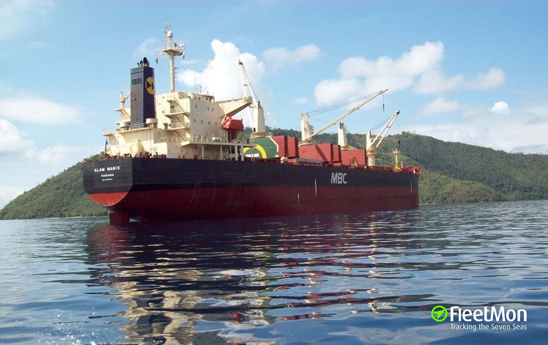 Bulk carrier Alam Manis aground, probably to avoid capsizing