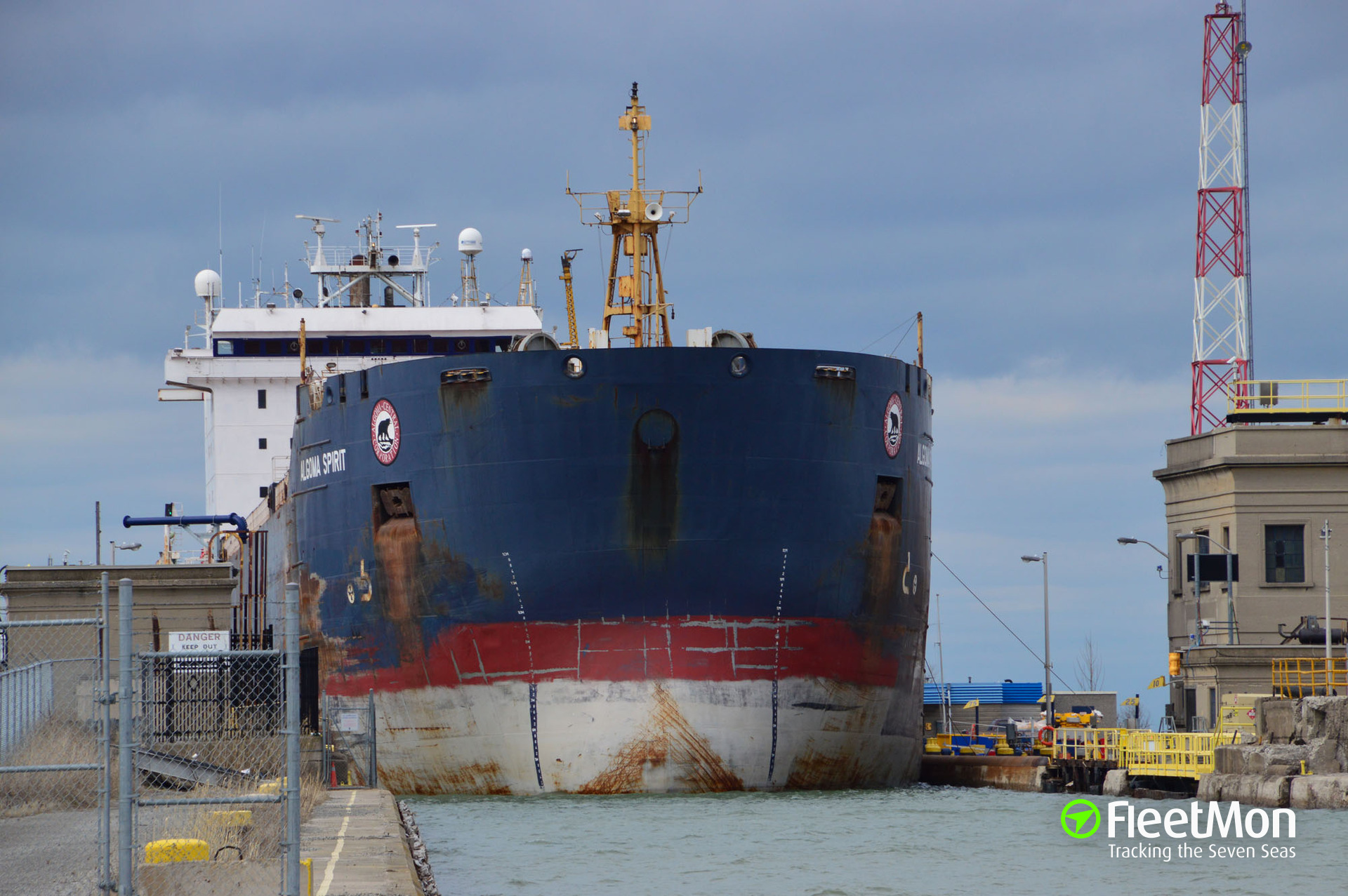 Bulk carrier aground in St Lawrence river