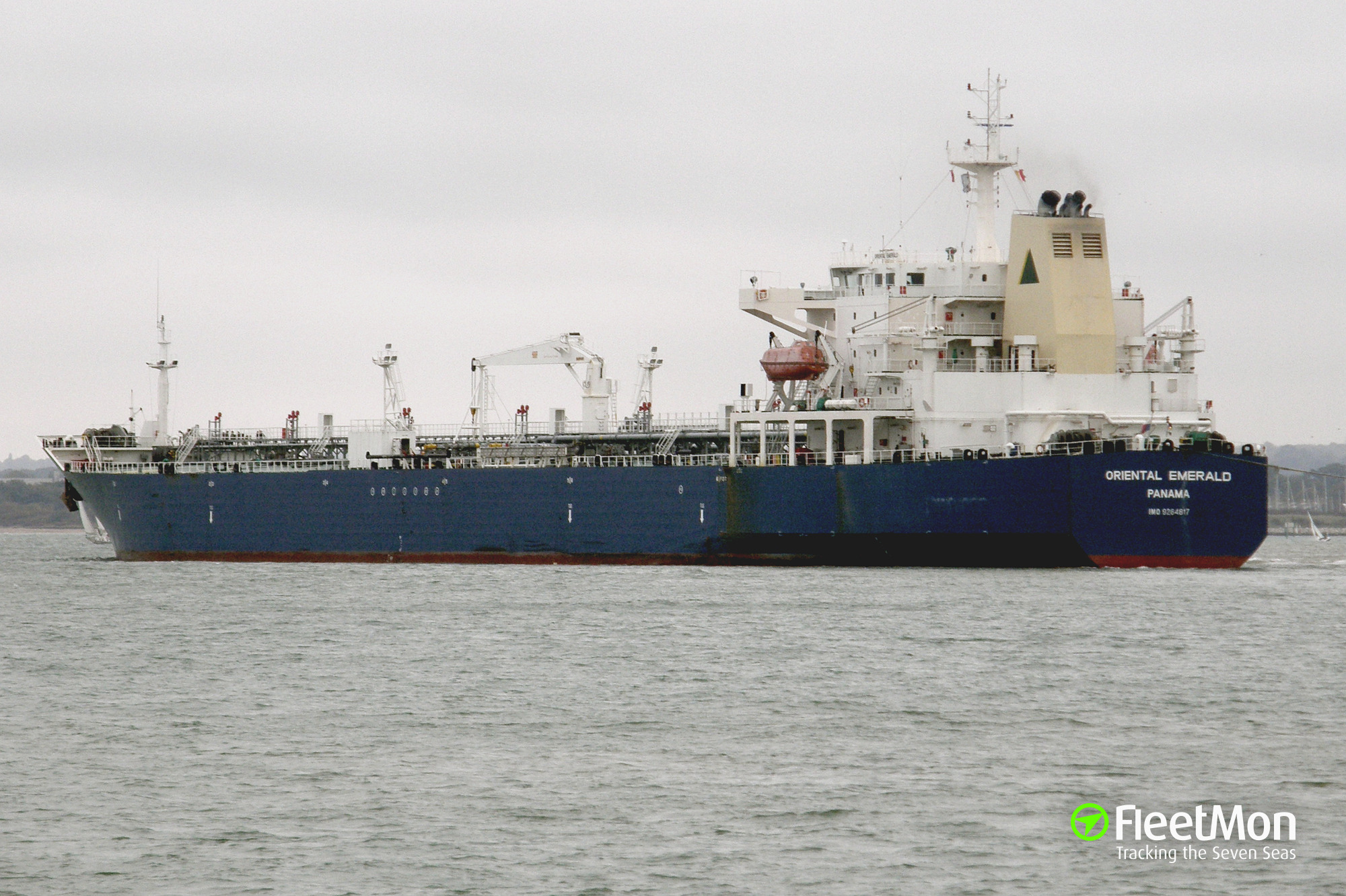 Photo of ALICIA (IMO: 9284817, MMSI: 323149000, Callsign: CLBI) taken by  chowchow