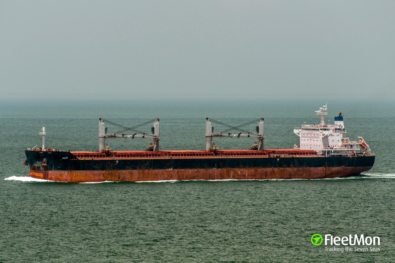 1 bulk carrier crew died, 2 in hospital: why?