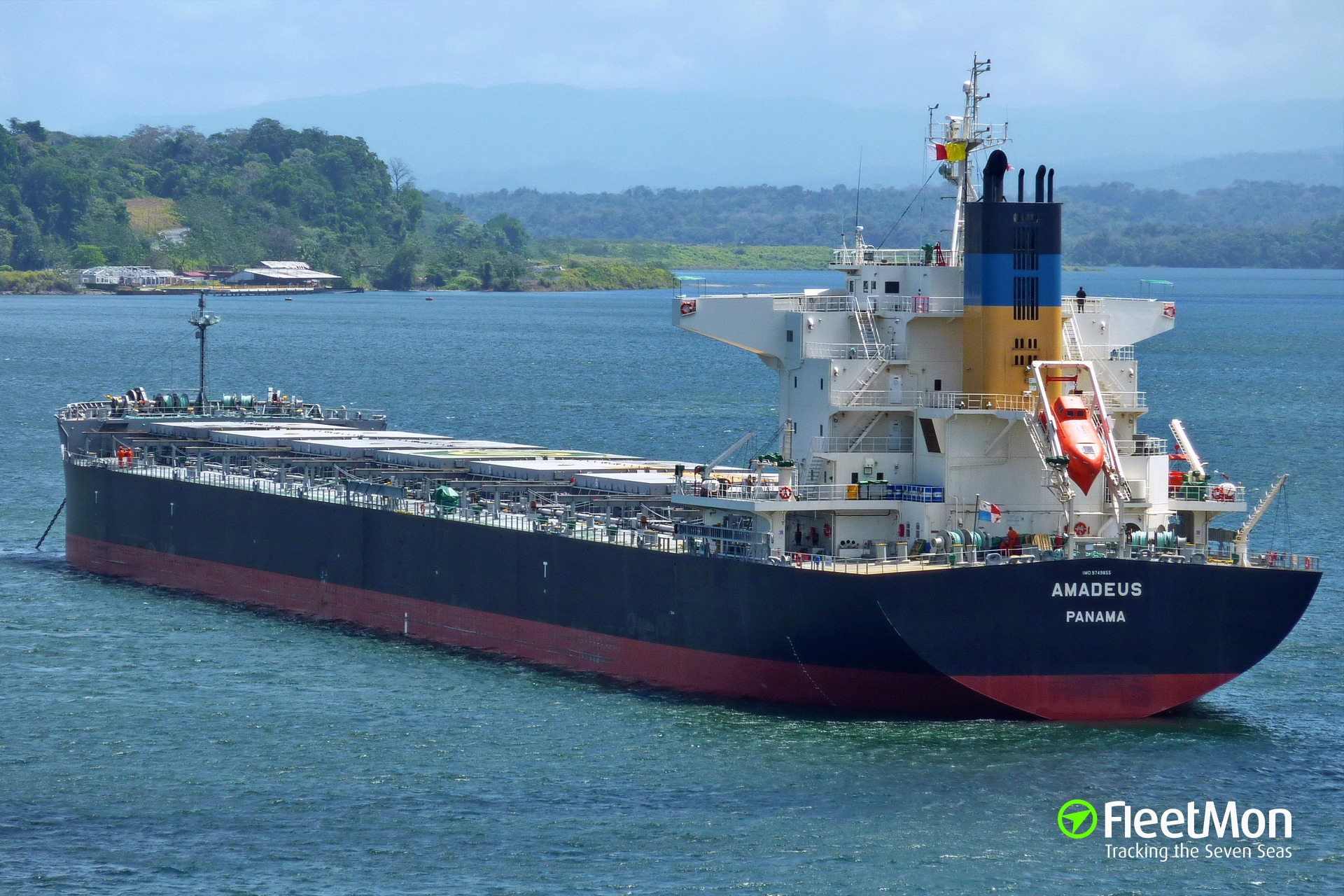 Bulk carrier AMADEUS grounding, Parana