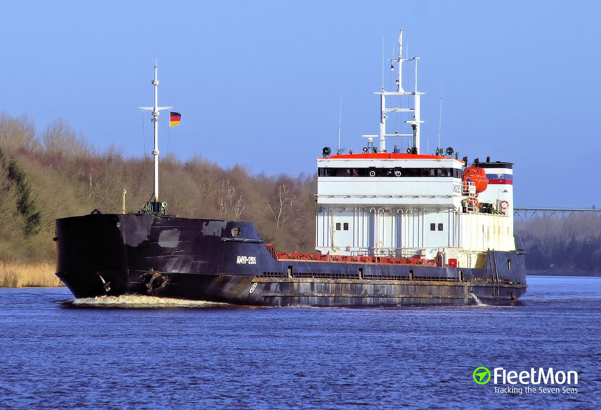 General cargo vessel AMUR-2505 aground, river Volga