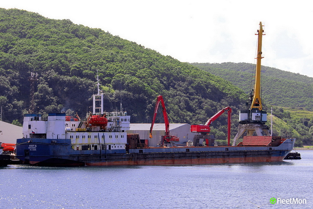 General cargo vessel AMUR-36 grounding
