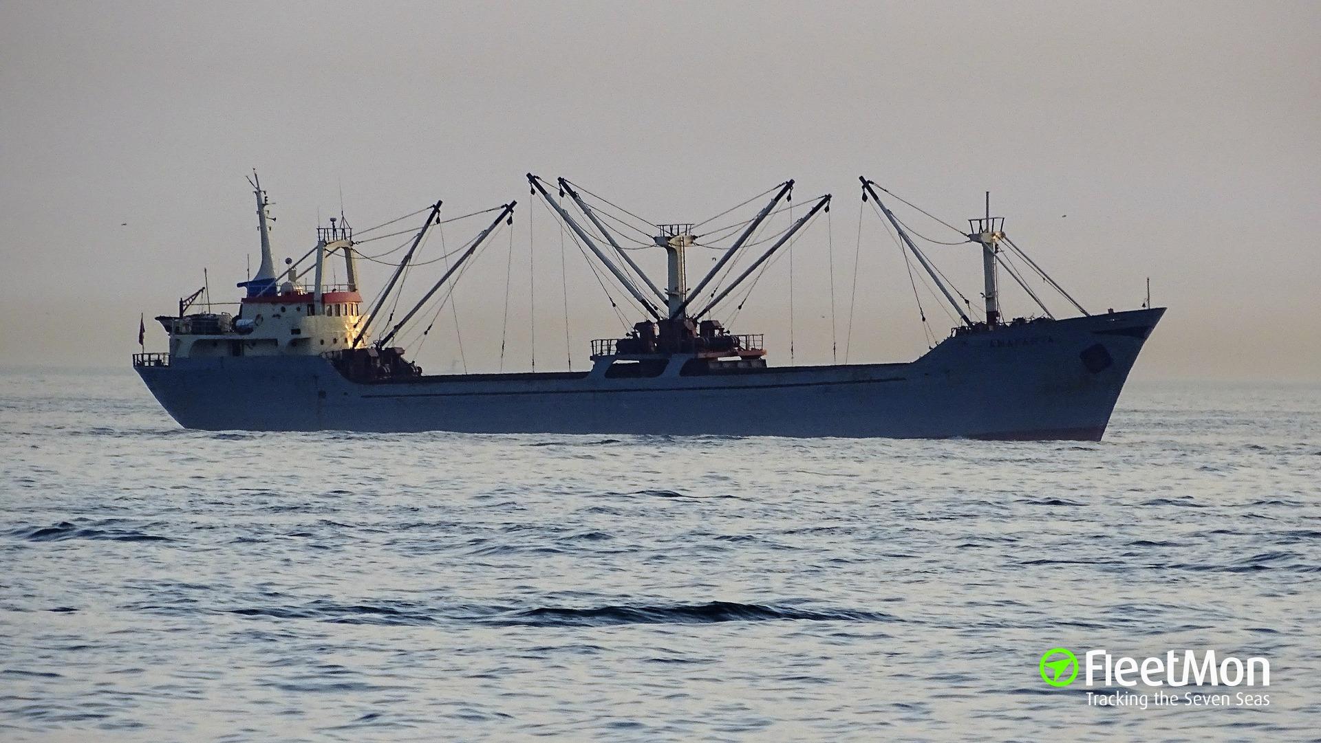 Freighter ANAFARTA intentionally grounded to avoid sinking, Bosphorus