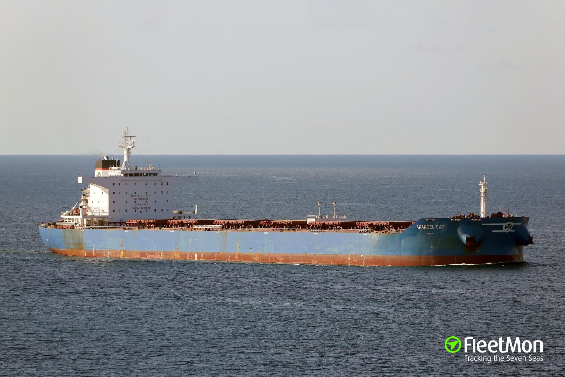 Bulk carrier disabled in the Atlantic