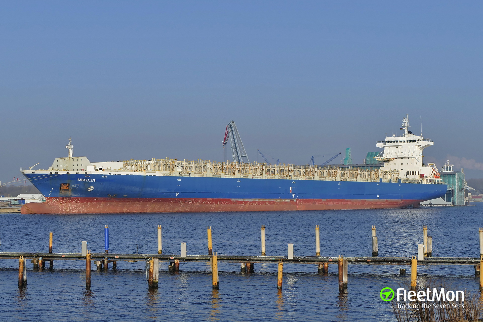 Container ship aground? Update aground confirmed.