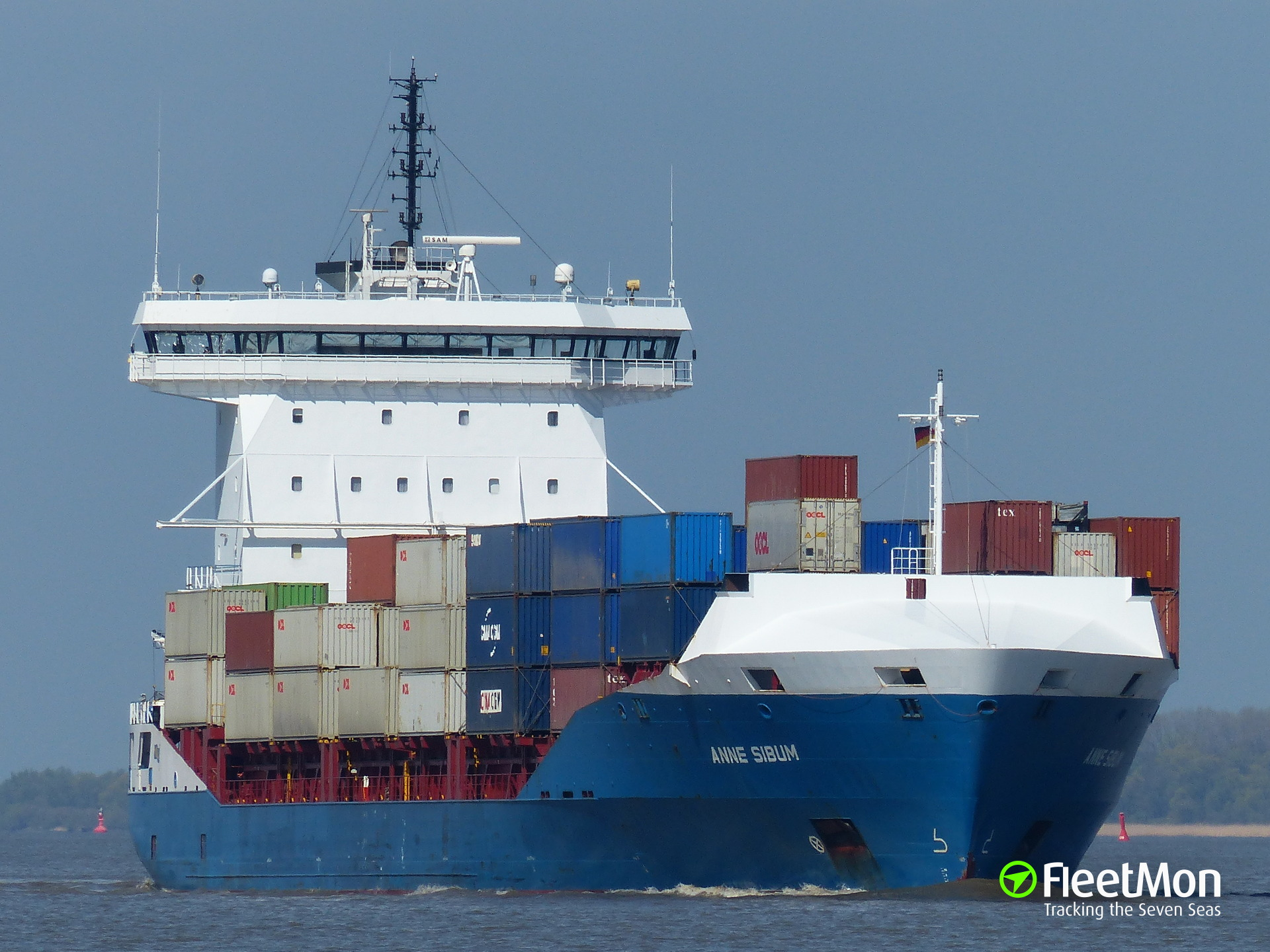 Boxship Anne Sibum disabled in Kiel Canal