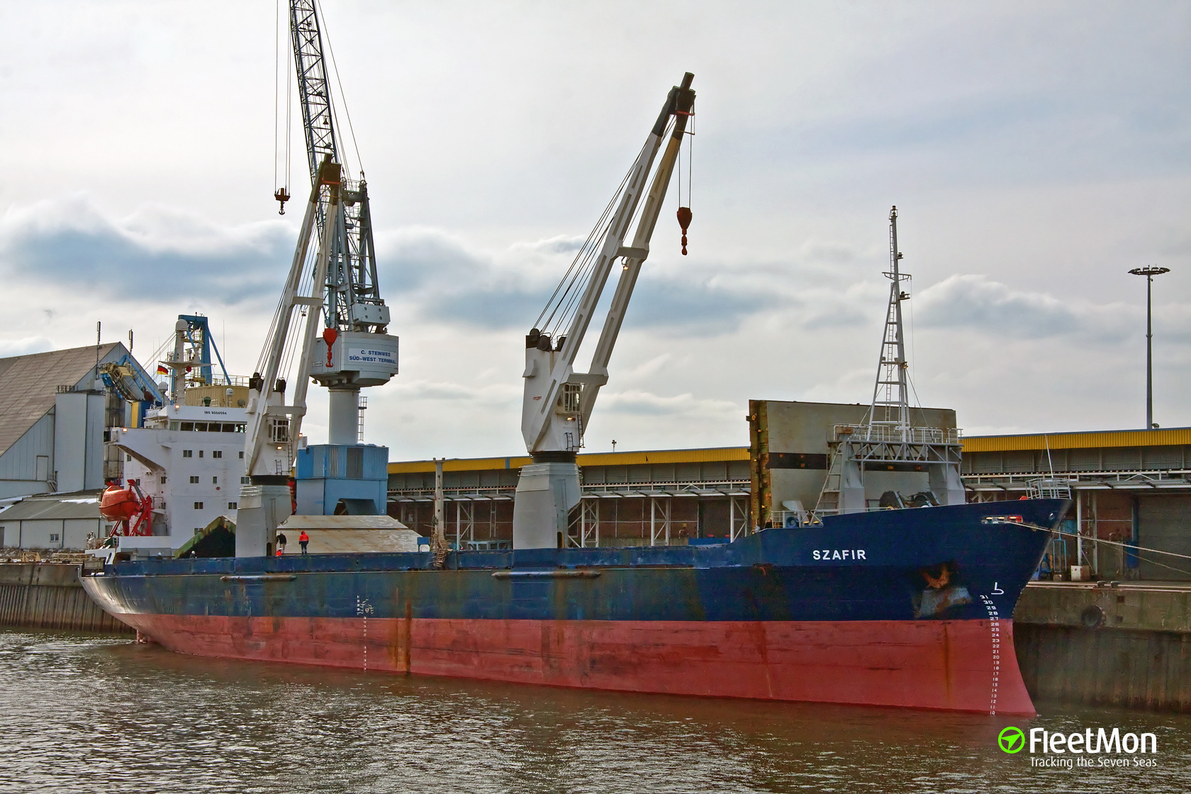 Polish freighter SZAFIR attacked, 5 crew including Master hijacked