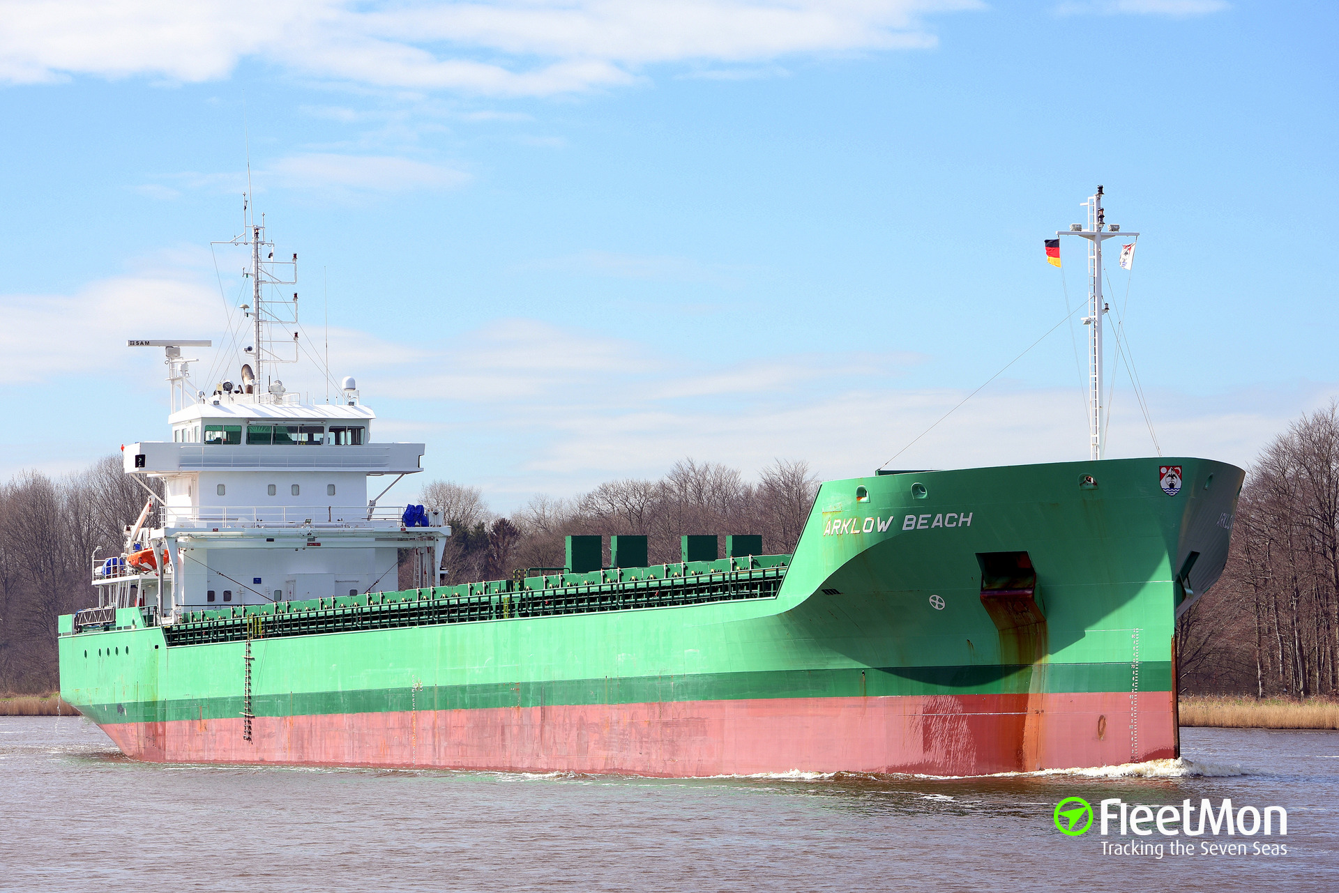 Dutch freighter Arklow Beach collided with French fishing vessel Elluma, Bay of Biscay