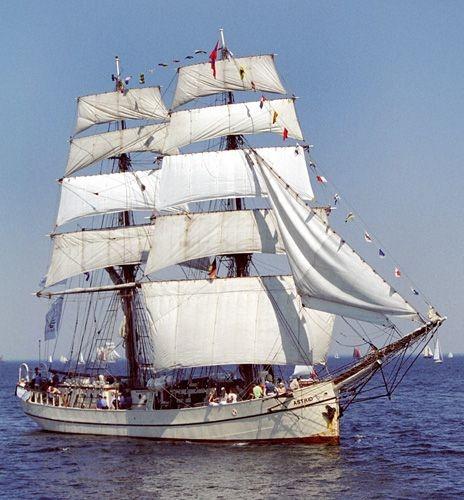 Dutch tall ship Astrid sank off the County Cork coast, 30 crew rescued