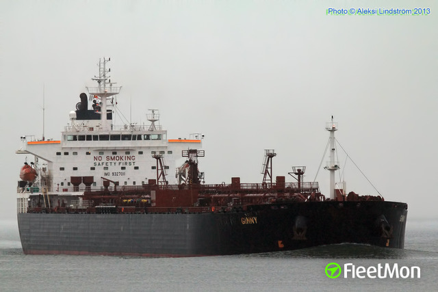 Tanker disabled in Western Scheldt, assisted by tugs