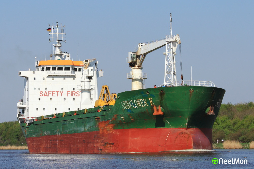 Disabled BENEDITO under tow to Cadiz