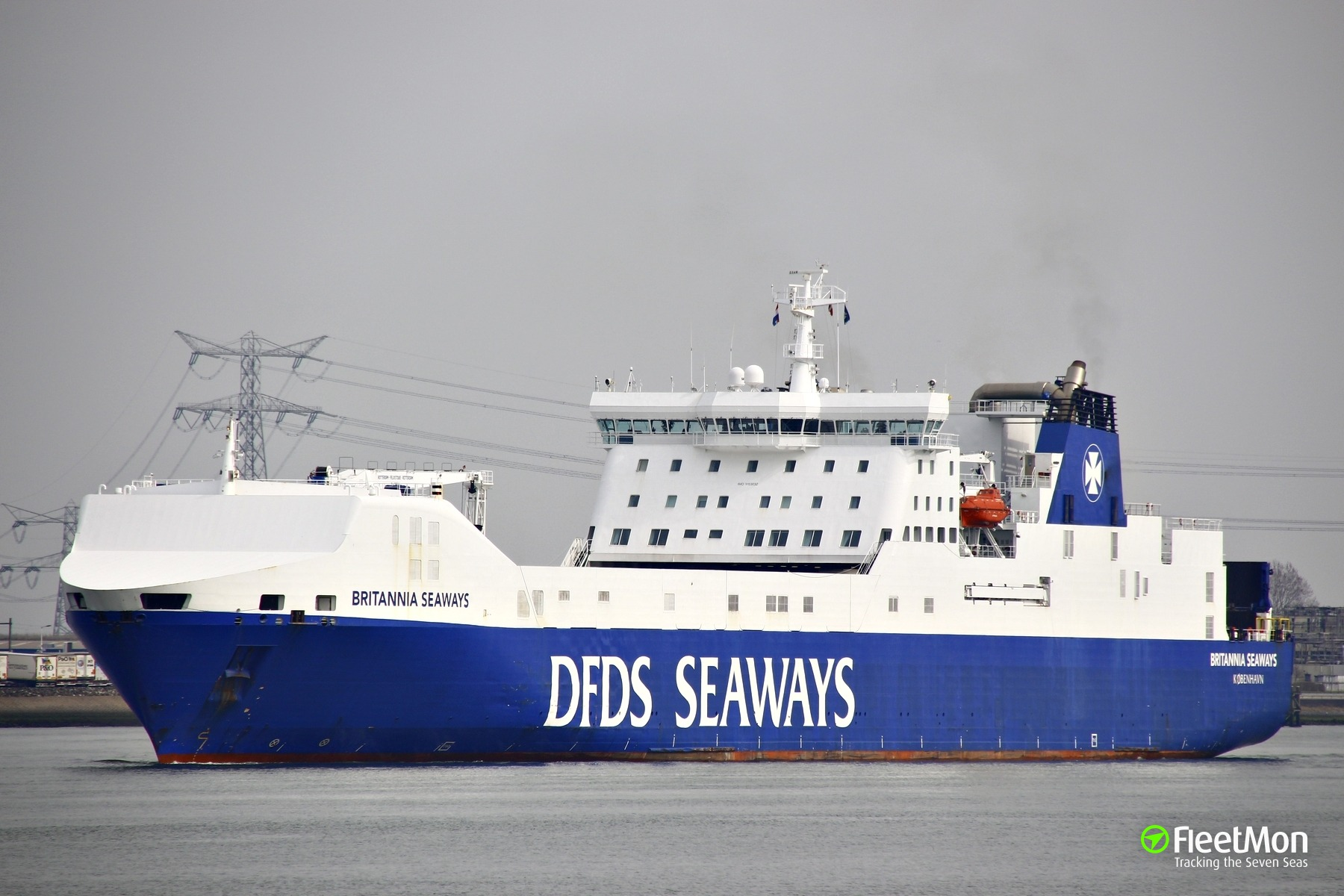 Ro-ro Britannia Seaways with military on board fighting fire in Norwegian waters