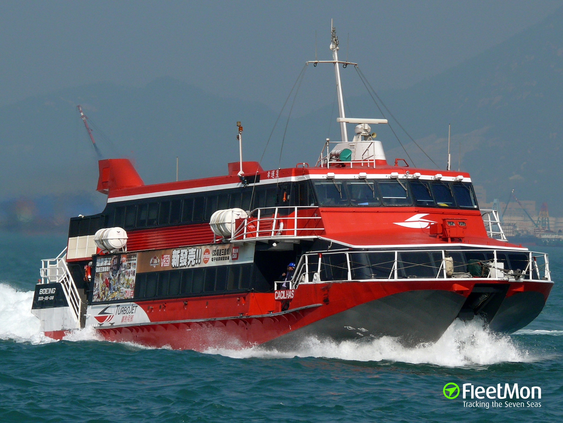 High-speed ferry CACILHAS hits breakwater, 70 injured