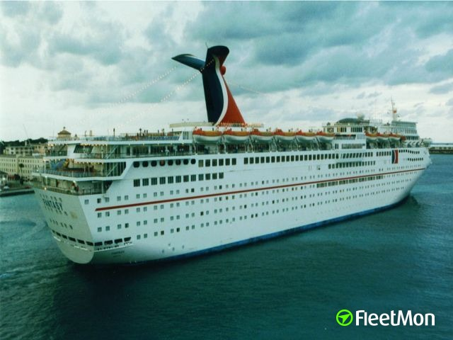 CARNIVAL cruise ship contacted lock's wall in Panama Canal