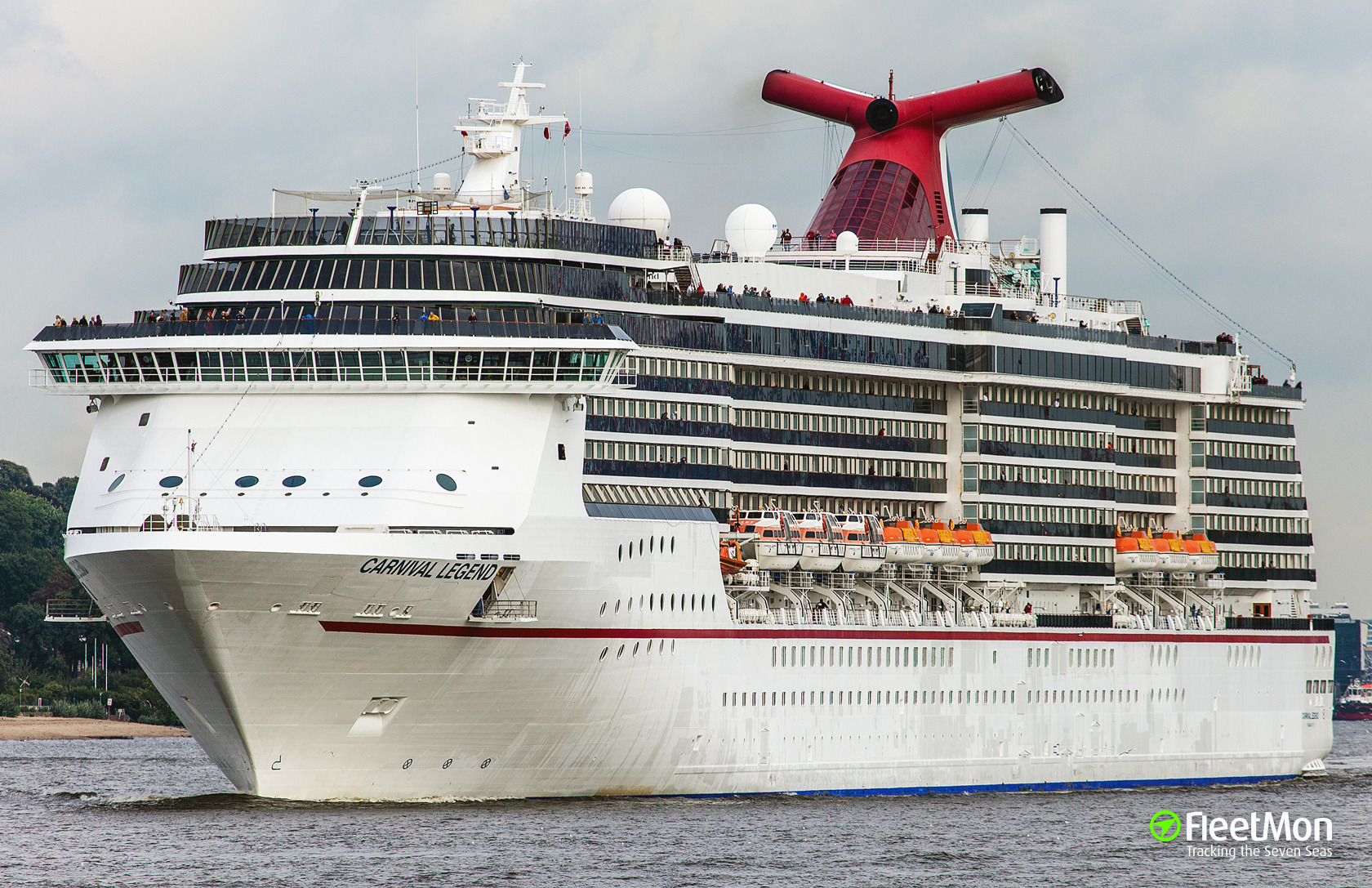 Ship CARNIVAL LEGEND Heavy List Incident - How heavy is a cruise ship