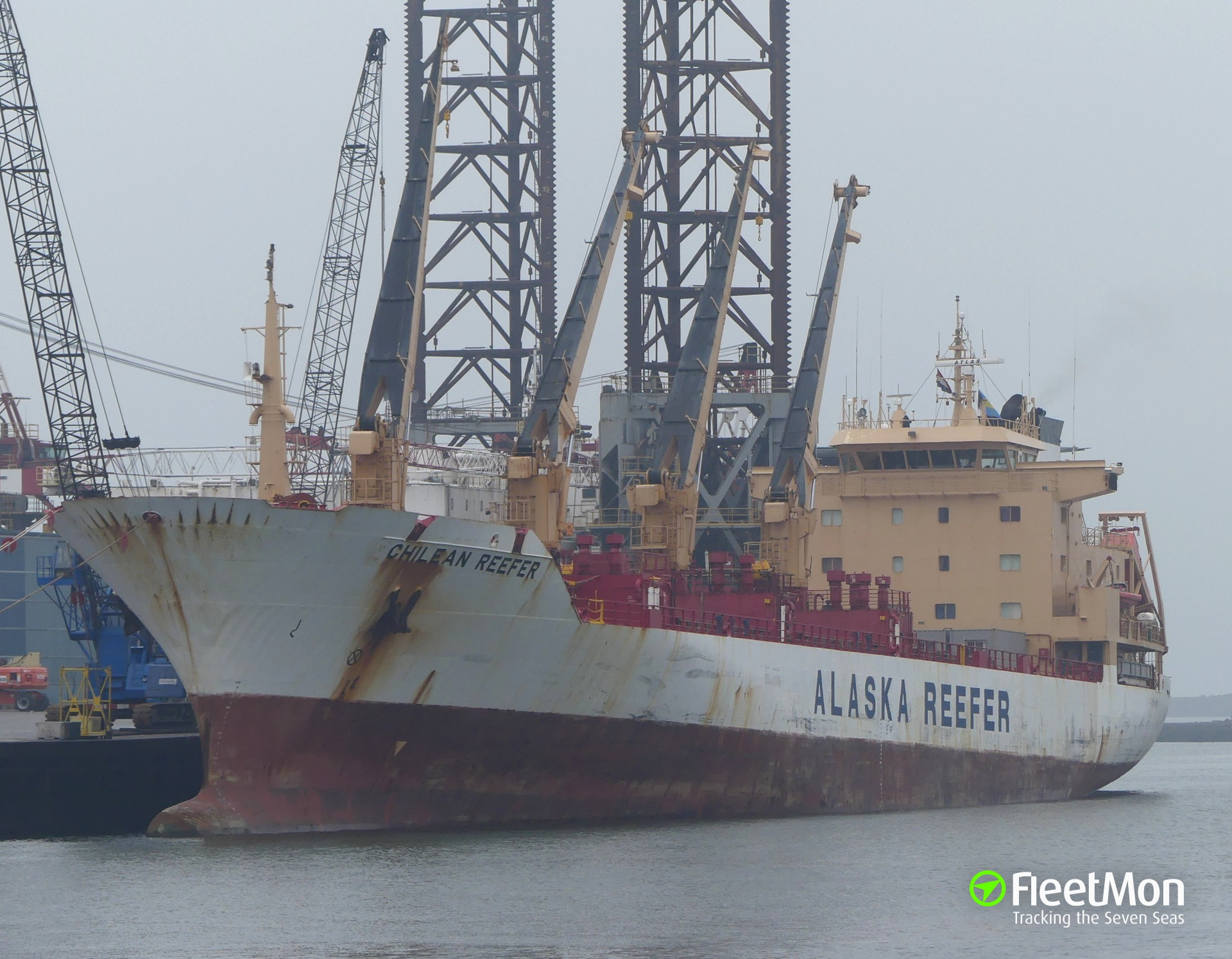 Cement carrier allided with reefer, one injured, oil spill, Busan