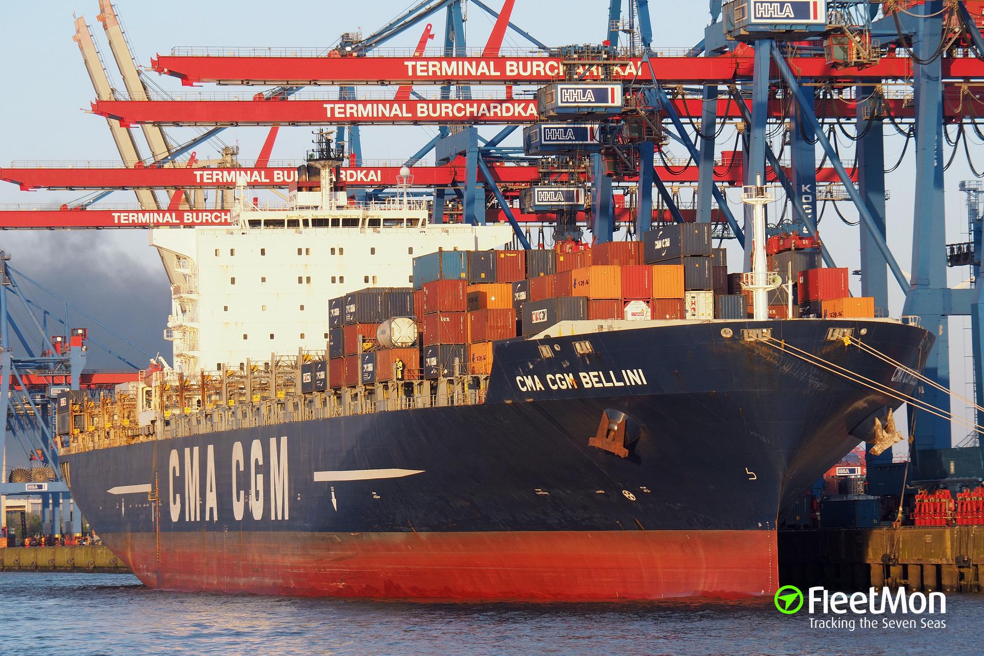   CMA CGM BELLINI breached by pilot boat, oil leak, Hamburg
