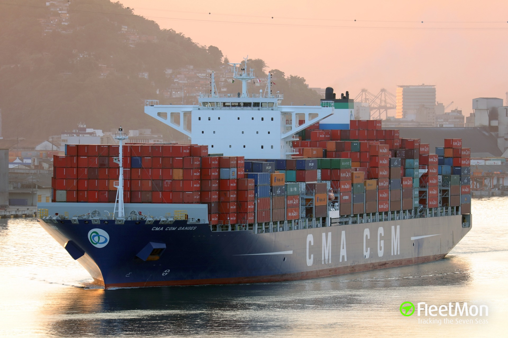 Mega container ship grounding, Colombia