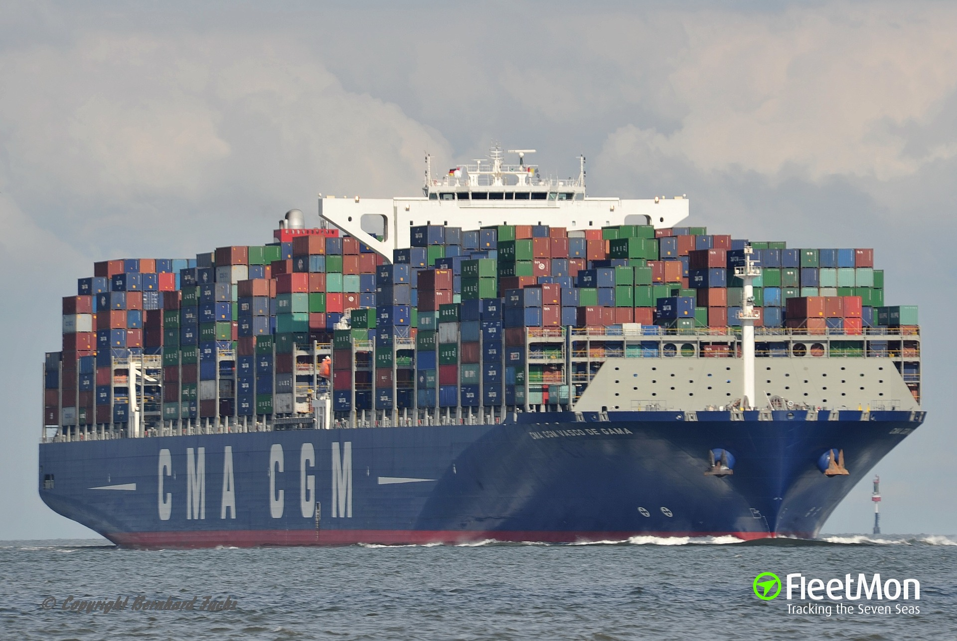 Mega boxship CMA CGM VASCO DE GAMA grounding, UK
