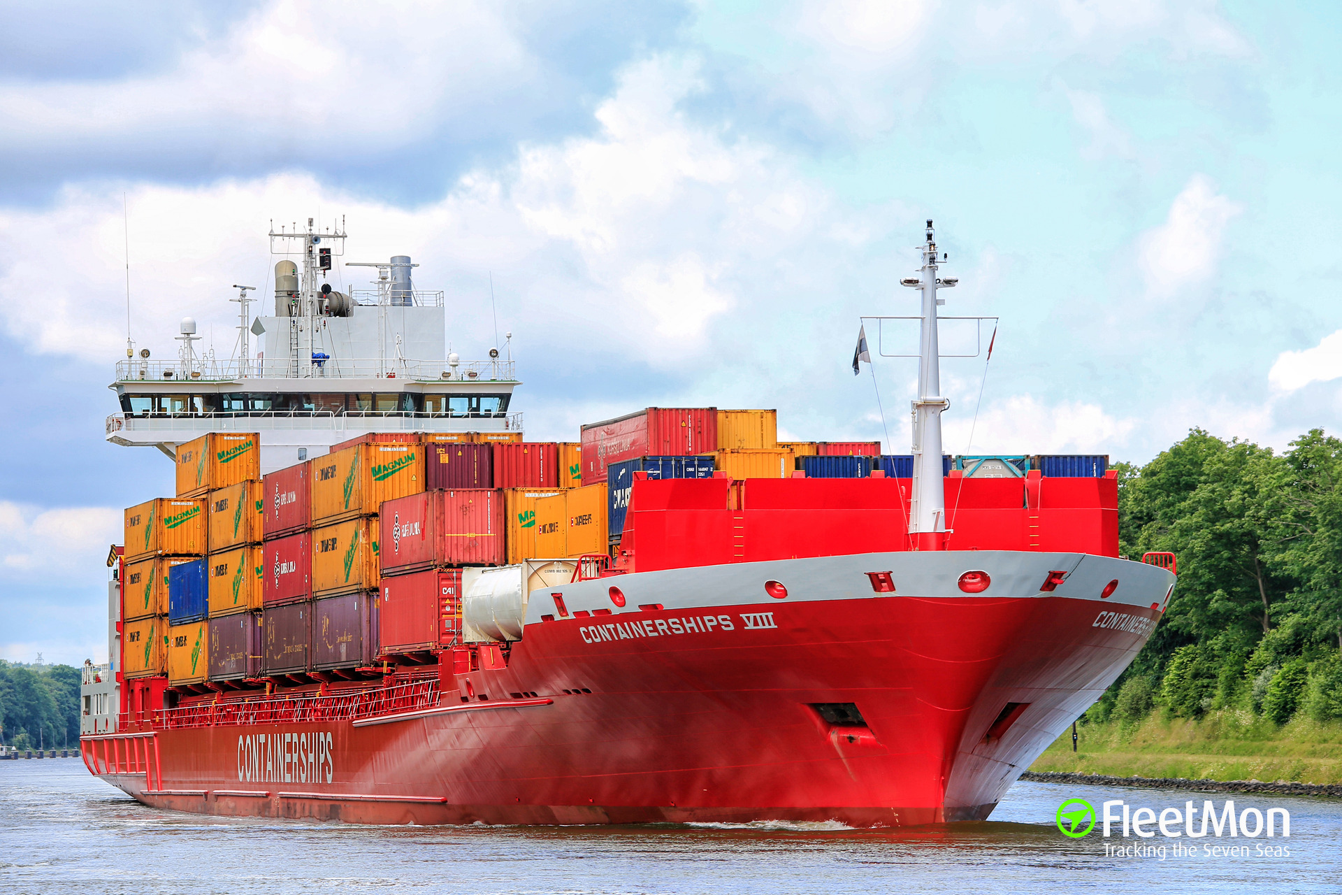 CONTAINERSHIPS 8 towed to Cuxhaven