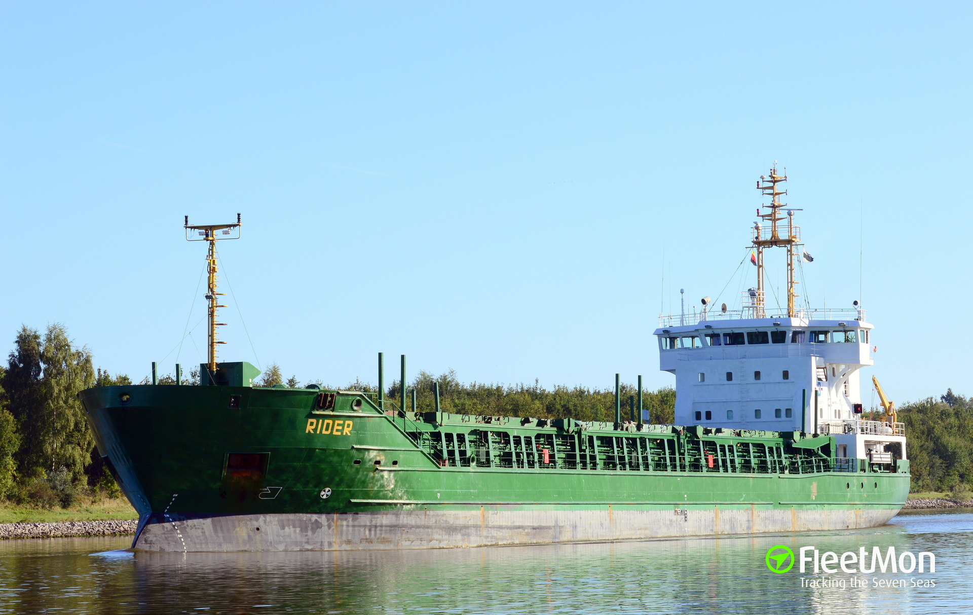 General cargo vessel Rider towed to Brunsbuettel