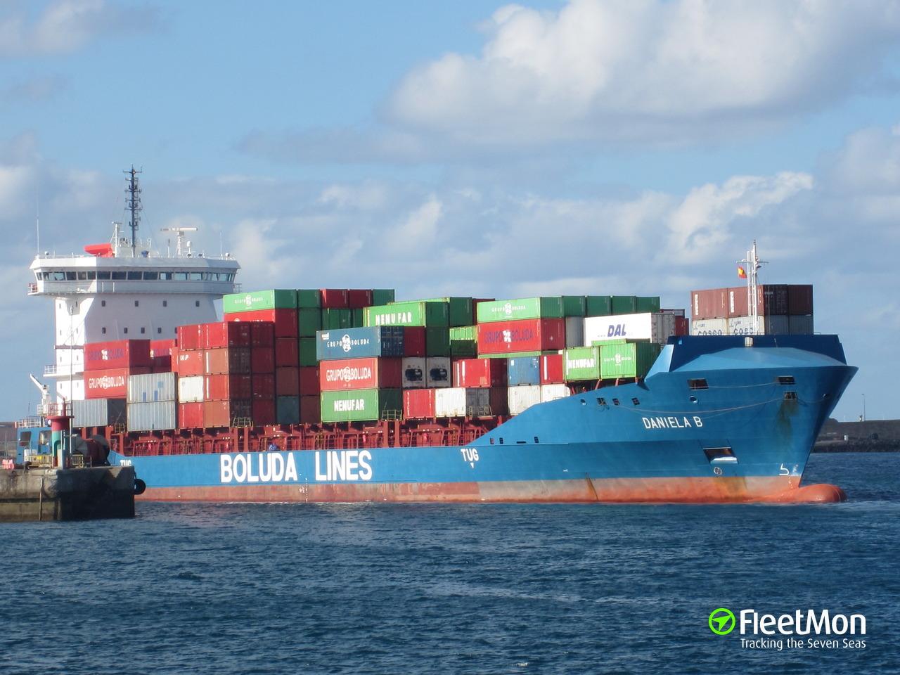 Buque de carga de la compañía Boluda  pierde parte de su carga