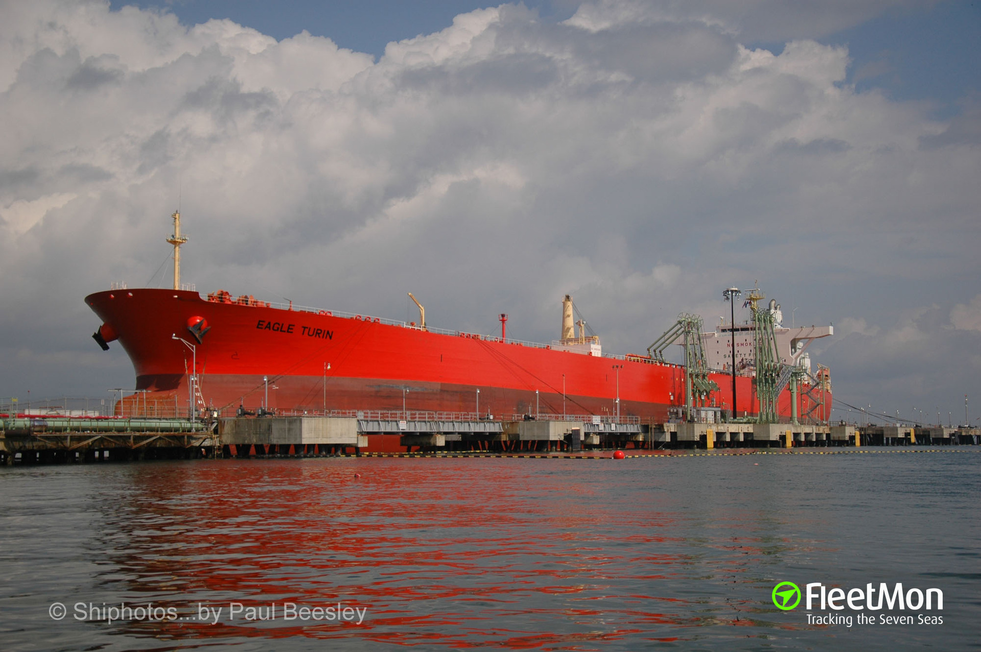 Disaster avoided thanks to tankers' Captains and port authorities, La Coruna, Spain