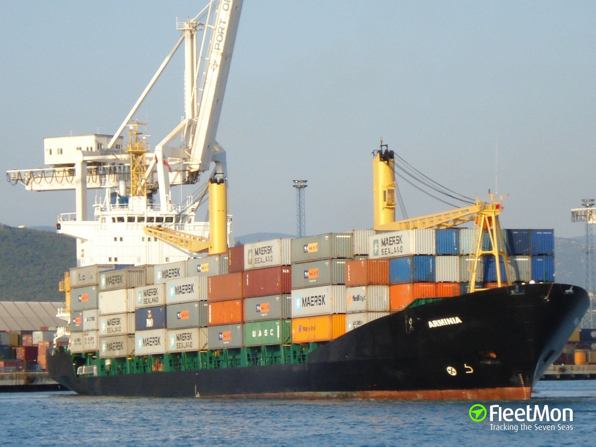 Container ship troubled in Yangtze estuary