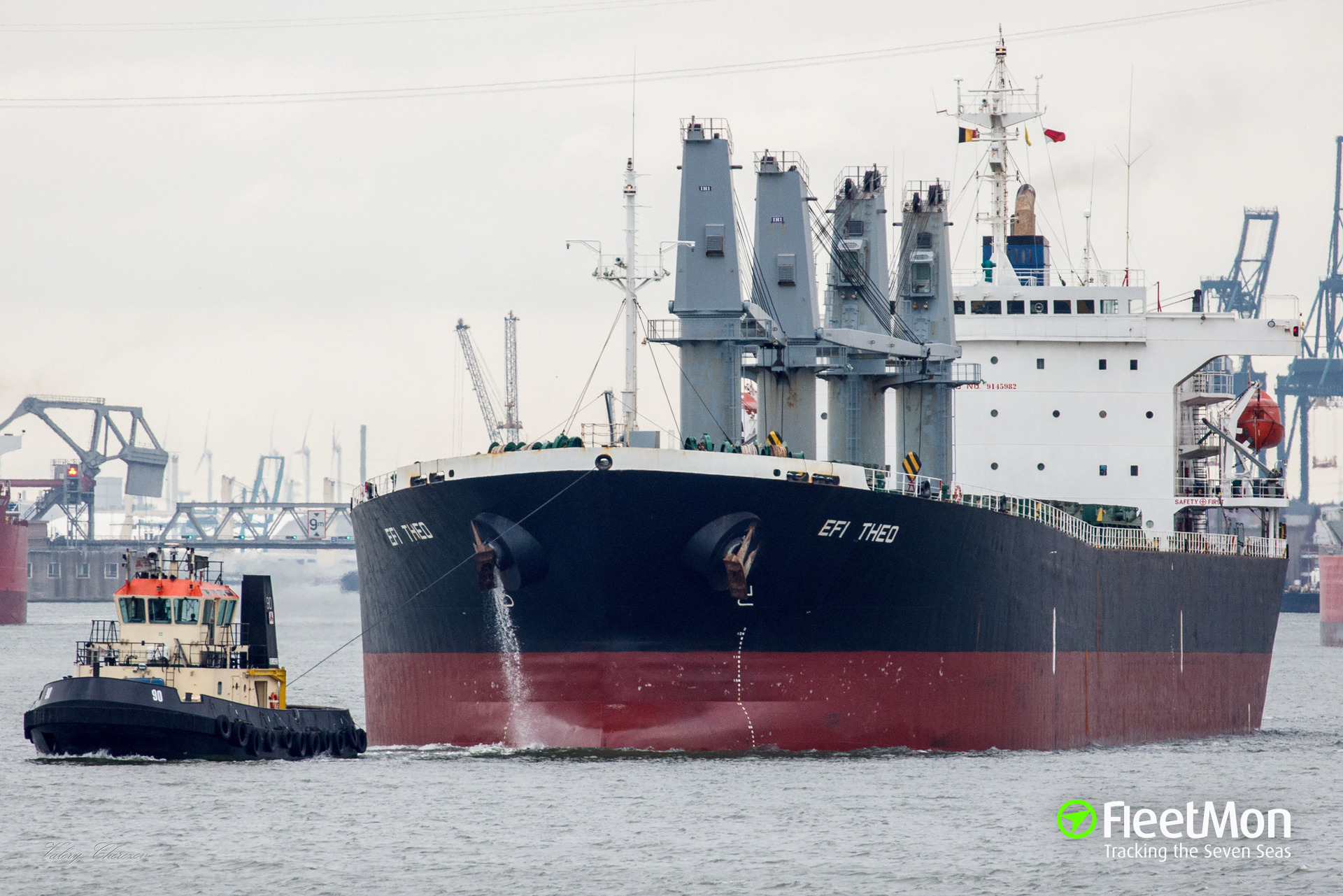 Bulk carrier EFI Theo grounded after engine failure, Baltic sea