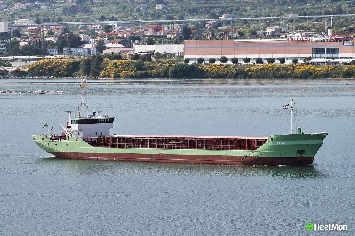 Freighter emergency anchored in Bosphorus