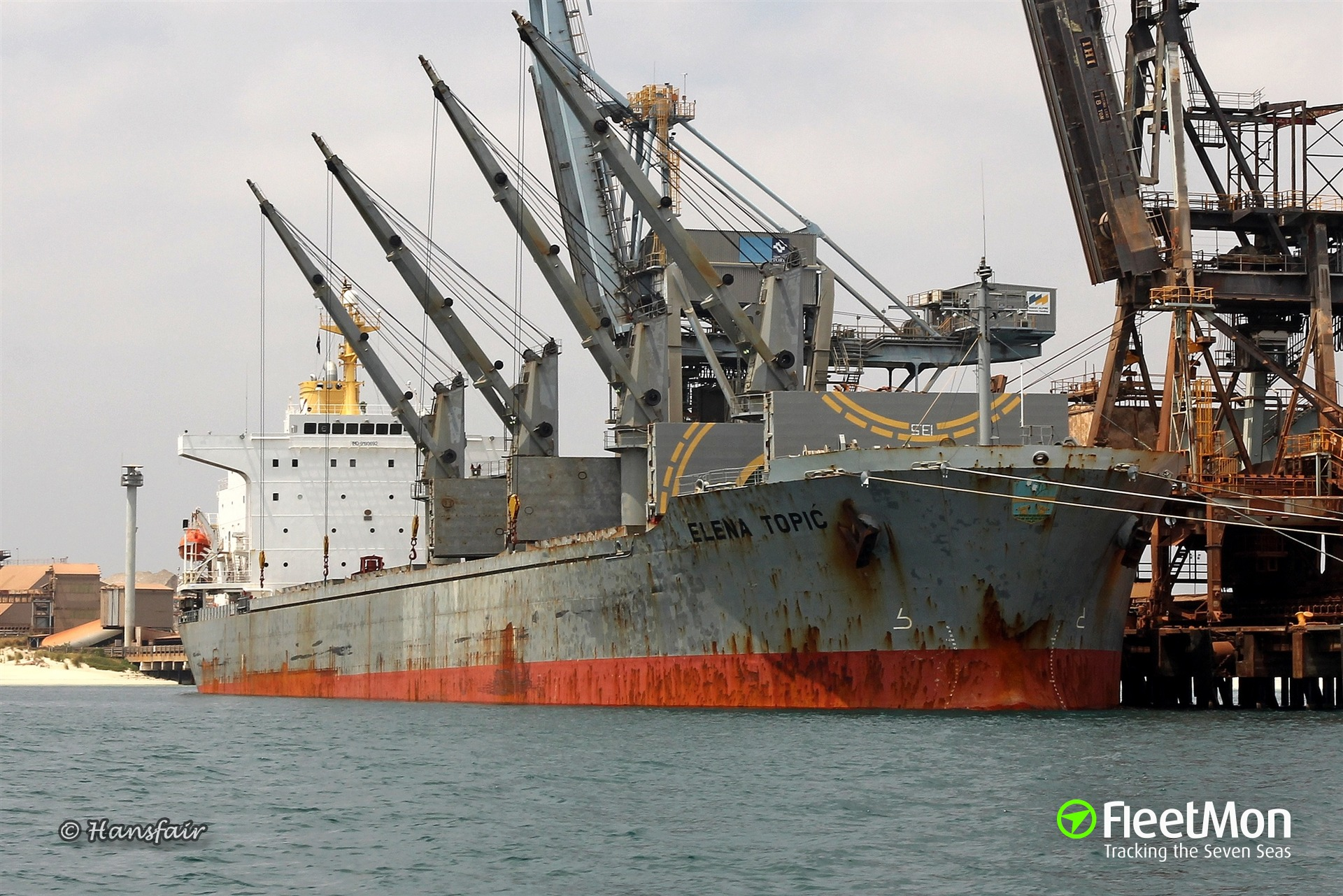 Bulk carrier grounded in Greek waters