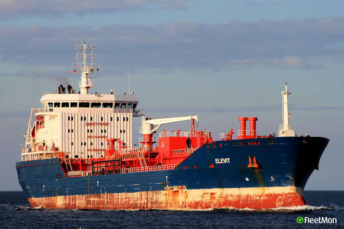 Tanker Elevit damaged bow alliding with a quay, Ijmuiden