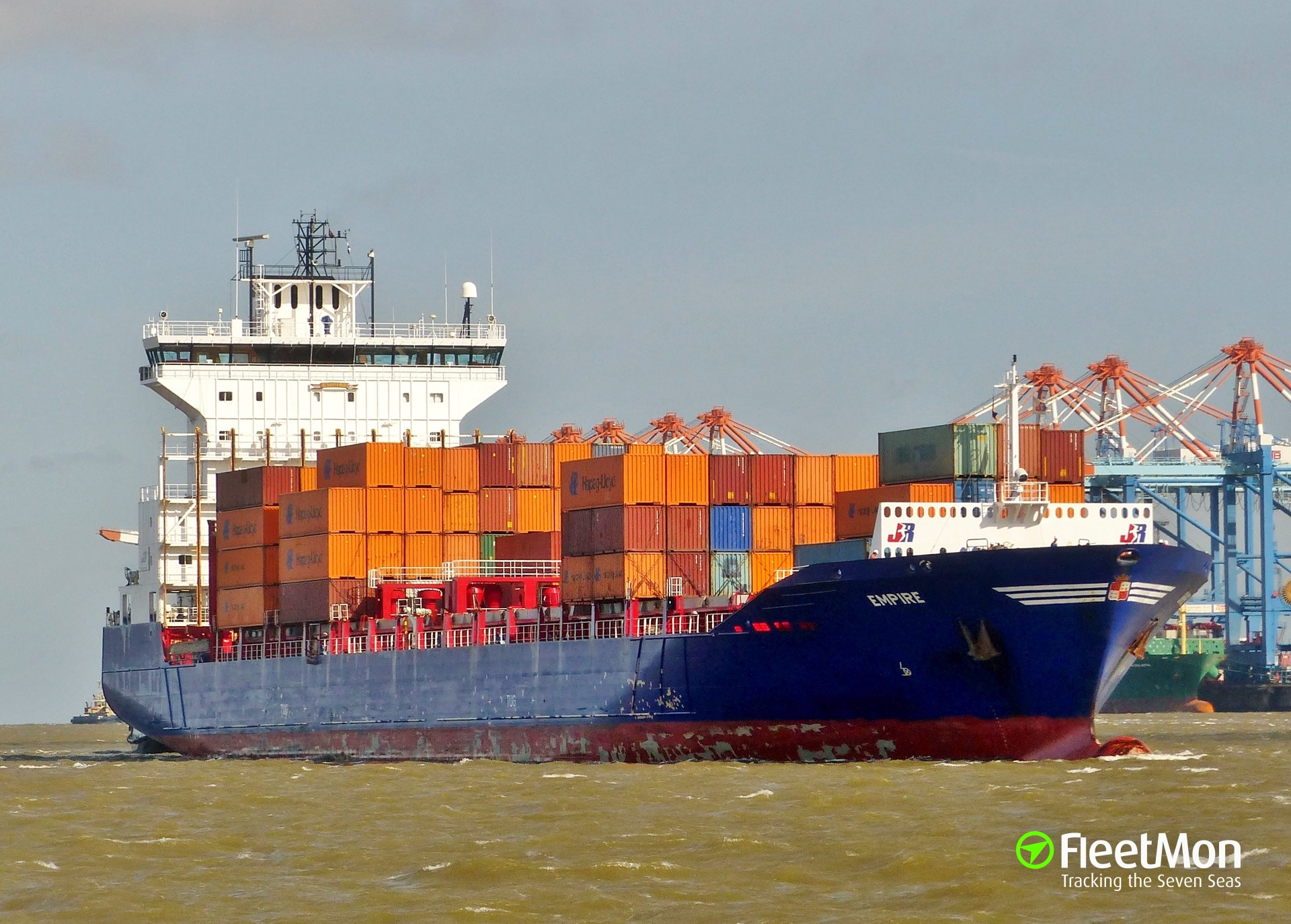 Dutch boxship Empire grounded and maybe refloated