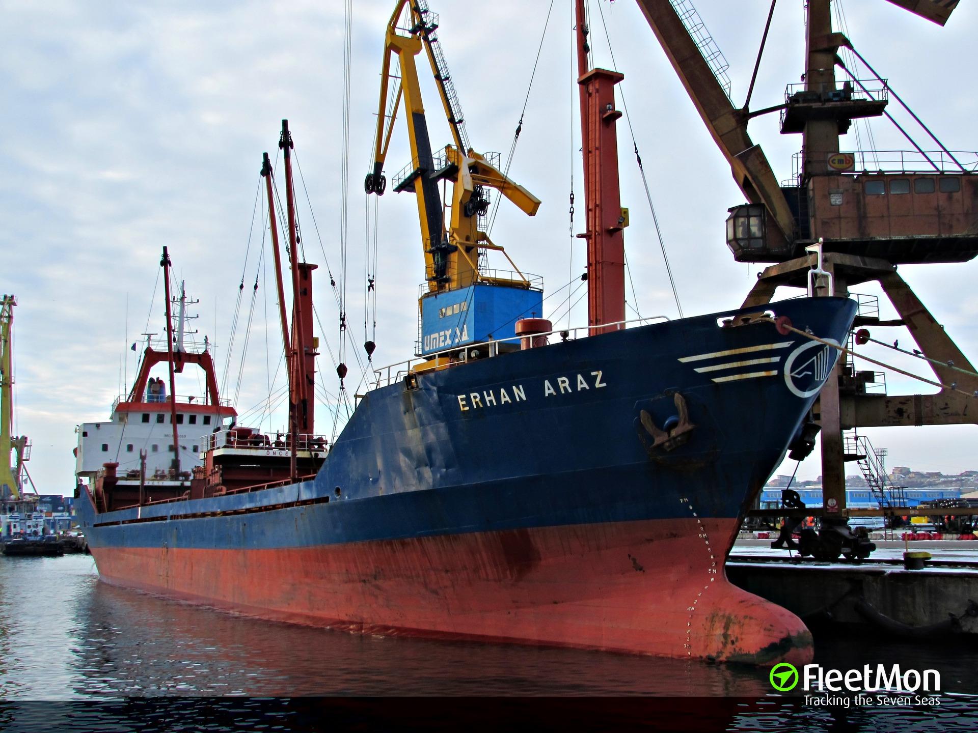 Freighter Erhan Araz aground, Istanbul