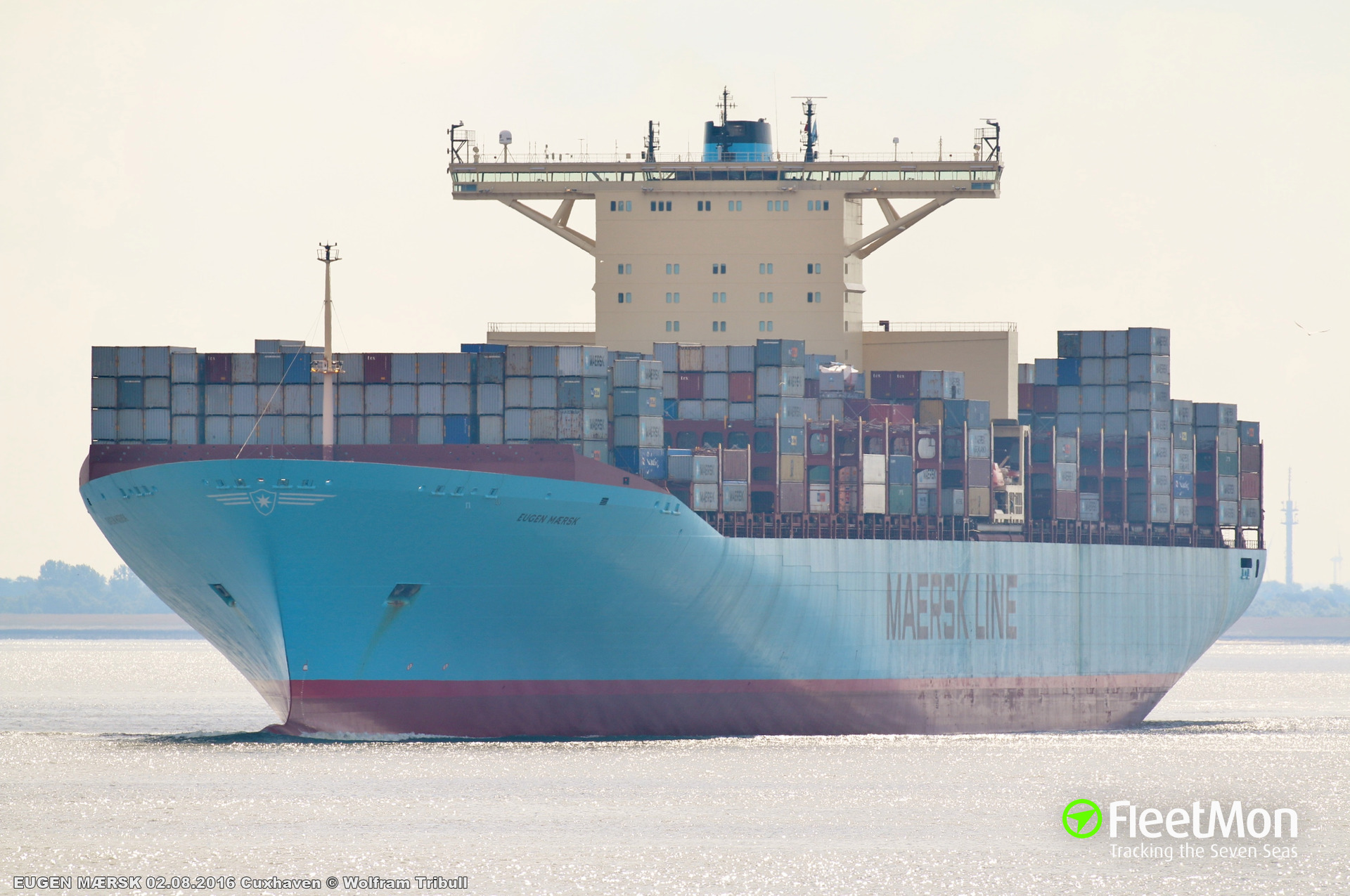 Container ship EUGEN MAERSK troubled while leaving Hamburg