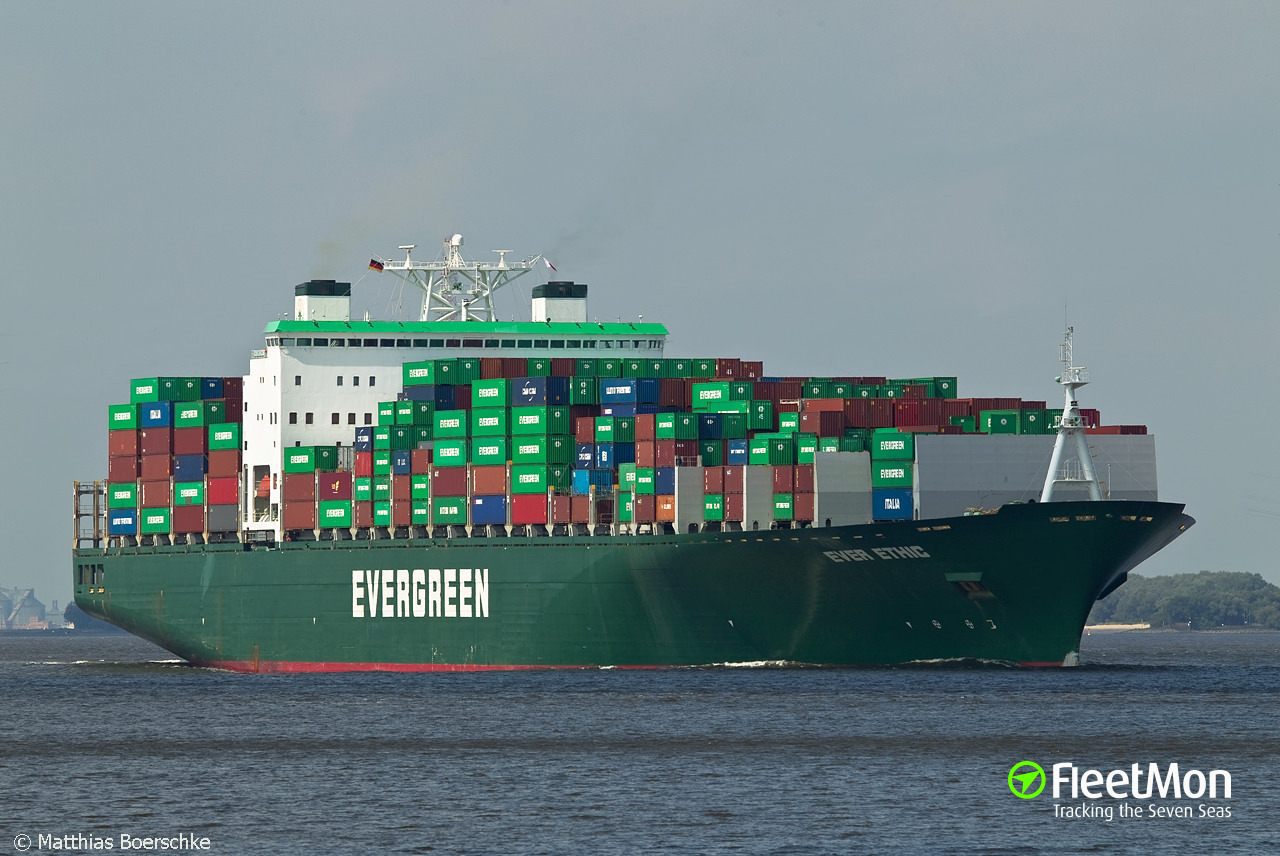 Boxship Ever Ethic punctured hull alliding with berth, Vancouver