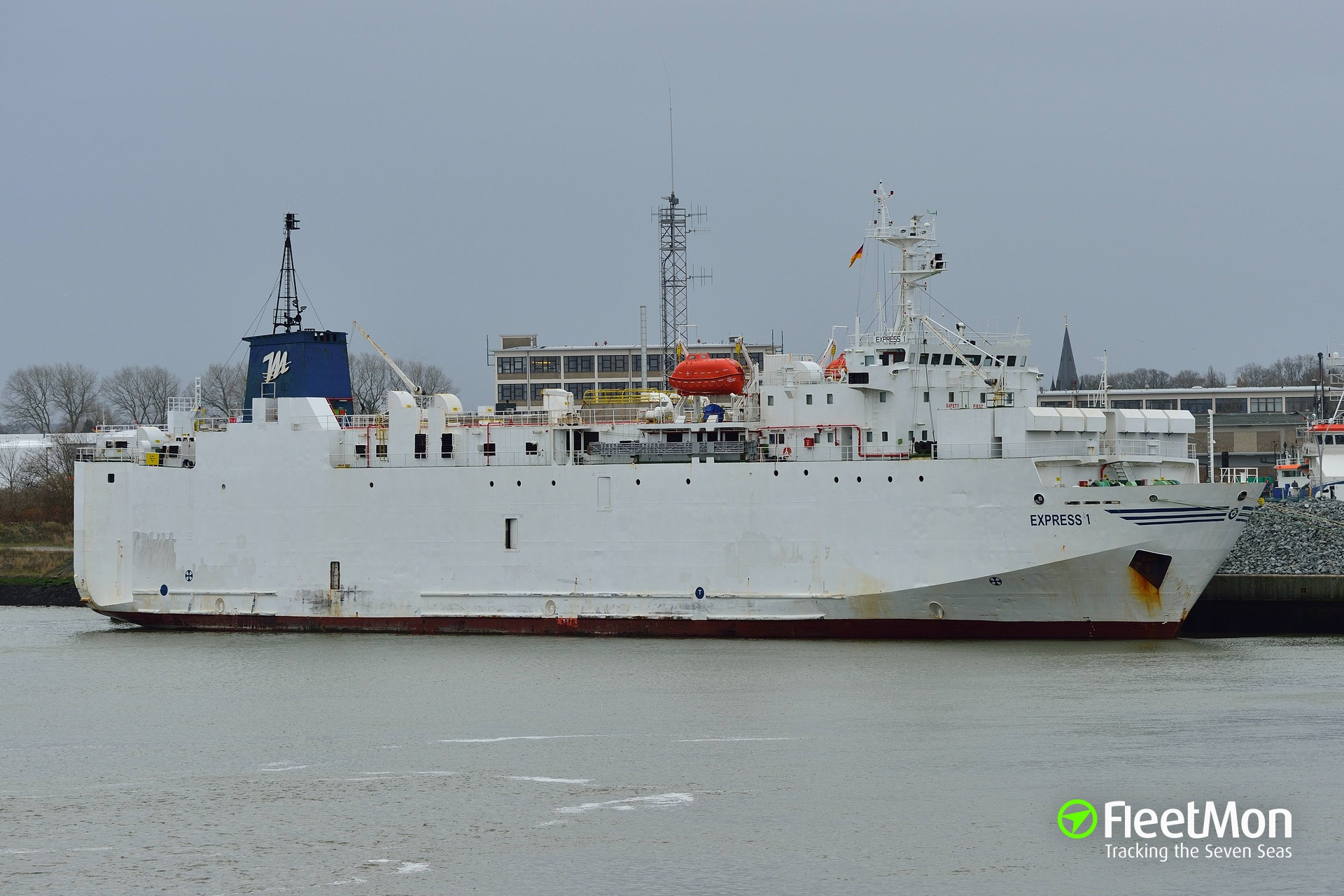 Live stock carrier Express 1 disabled, Elbe