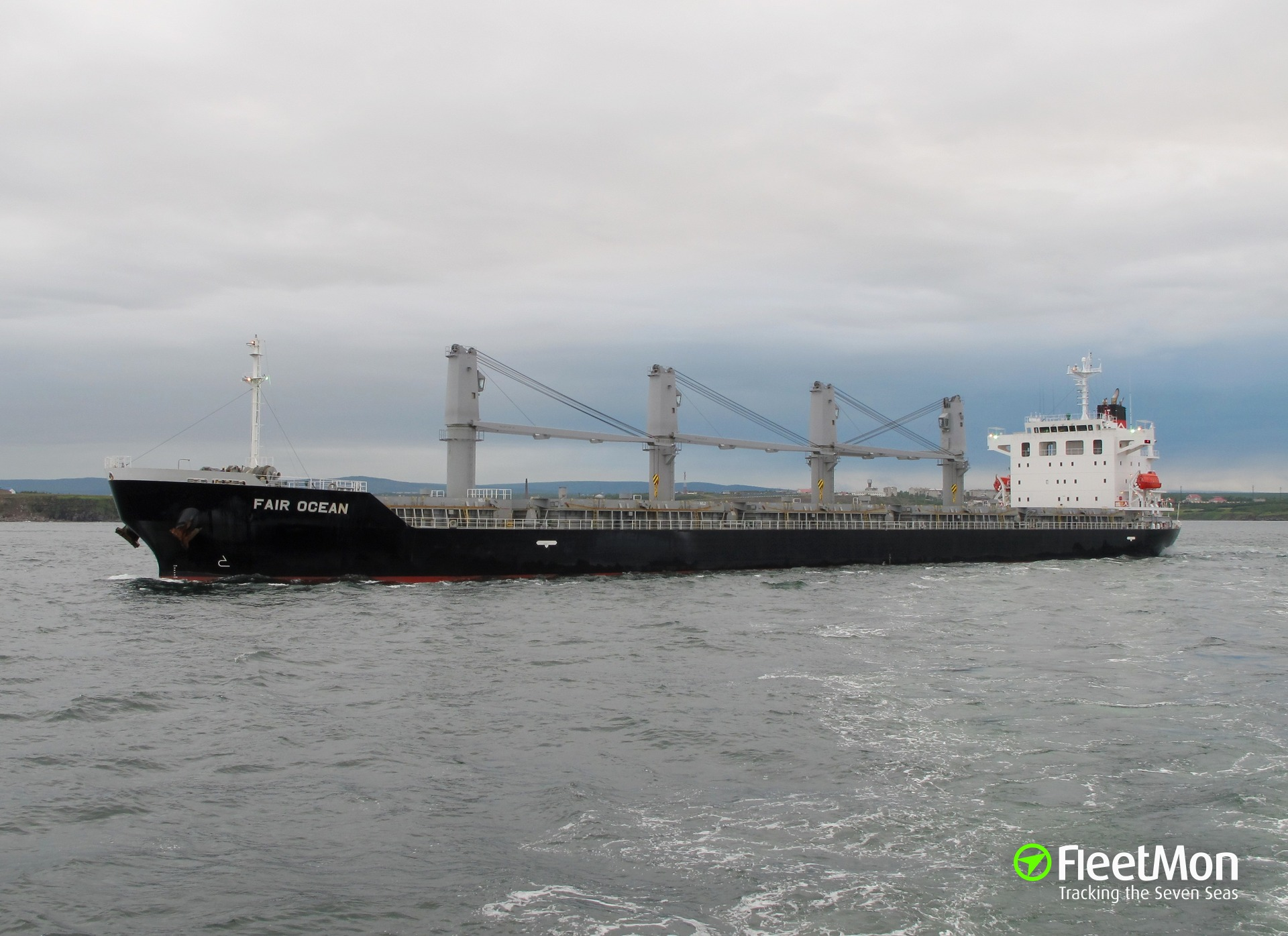Bulk carrier FAIR OCEAN aground, Parana river