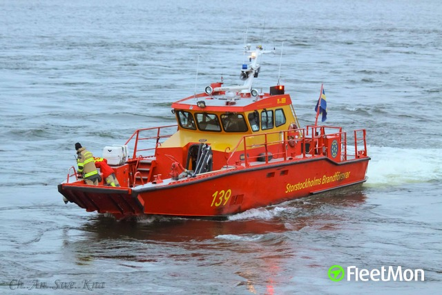 //photos.fleetmon.com/vessels/fenix-fire-sar_0_363307_Large.jpg