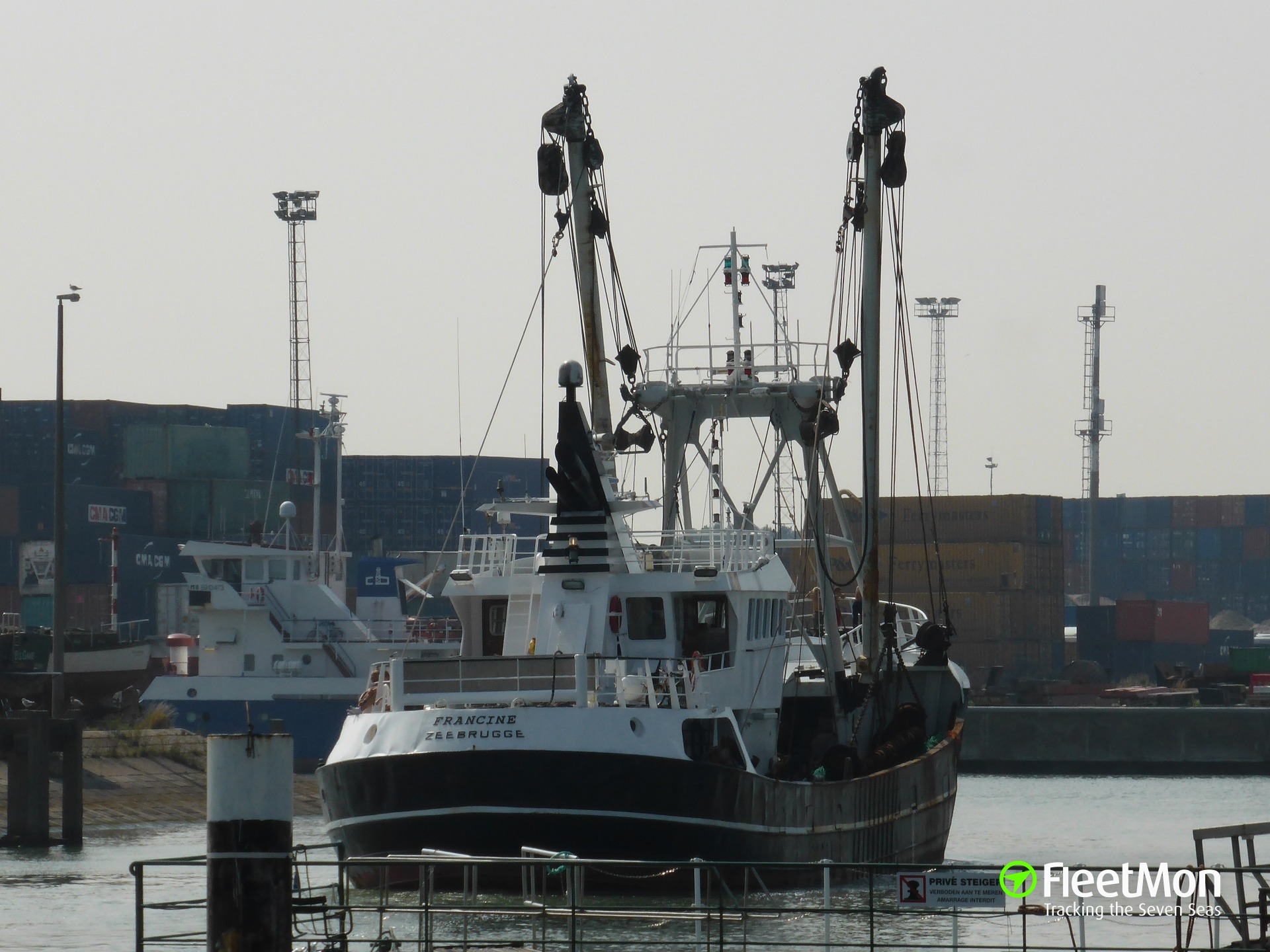 Trawler MVF Z90 FRANCINE fire, three hospitalized, English Canal