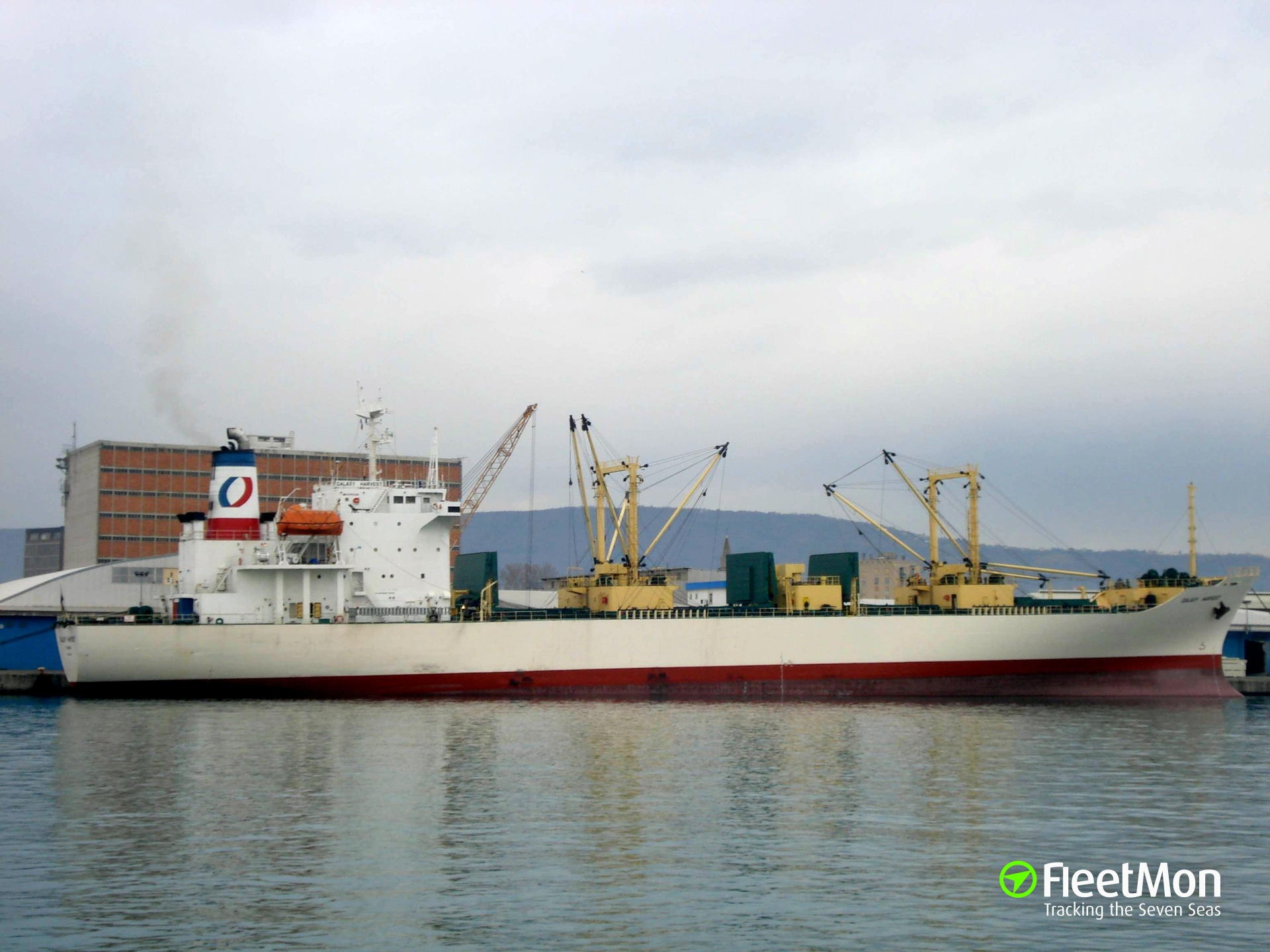Reefer Frio Athens manned by Ukrainian crew