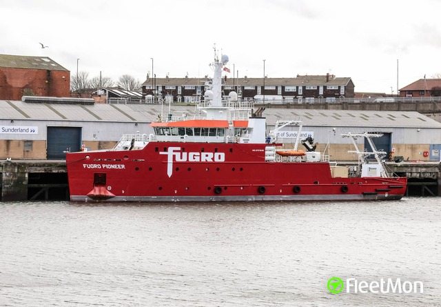 //photos.fleetmon.com/vessels/fugro-pioneer_9701645_2683817_Large.jpg