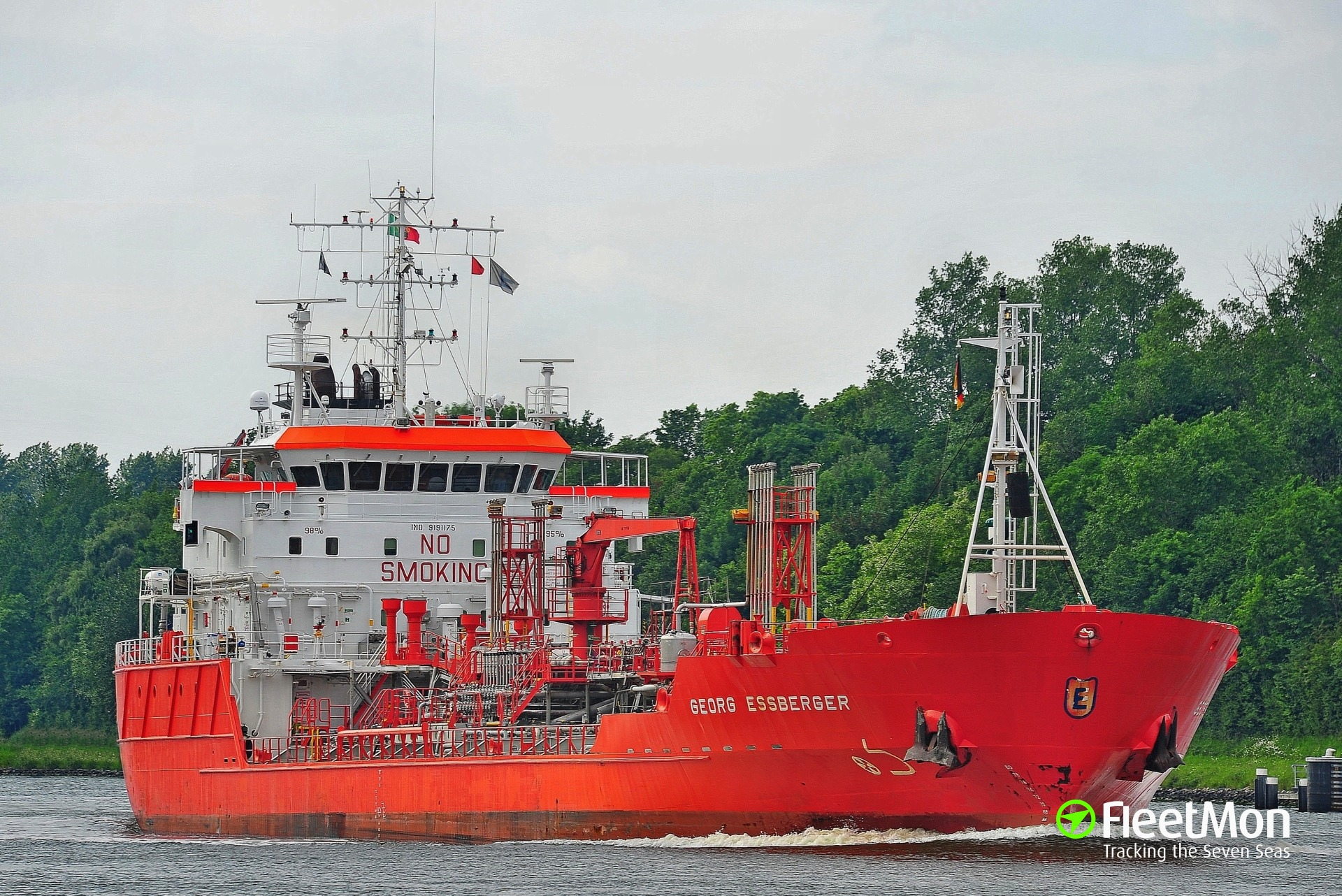 Product tanker GEORG ESSBERGER damaged in allision