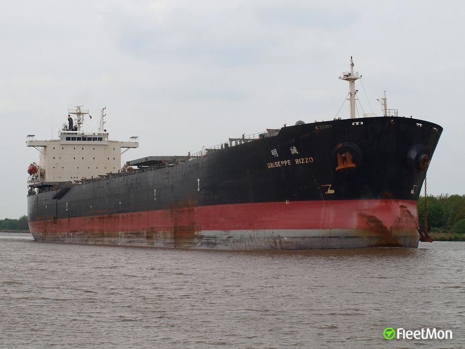 Bulk carrier GLORY TRADER aground, Mississippi